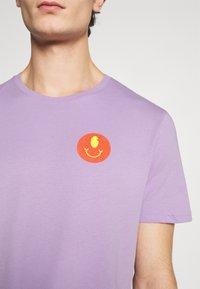 YOURTURN - UNISEX - Print T-shirt - lilac - 6