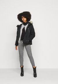 Vero Moda Petite - VMAGNESBEA - Light jacket - black - 1