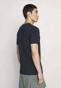 DRYKORN - CARLO - Basic T-shirt - navy - 2
