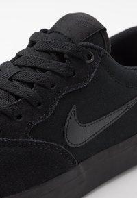 Nike SB - CHRON SLR - Sneakersy niskie - black - 5
