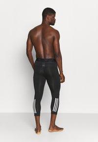 adidas Performance - 3 STRIPES PRIMEGREEN TECHFIT COMPRESSION CAPRI 3/4 LEGGINGS - Tights - black - 2