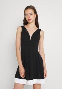 WAL G. - TILULA SKATER DRESS - Denní šaty - black/white - 0