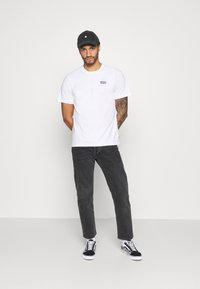 Levi's® - TEE UNISEX - T-shirts med print - white - 1