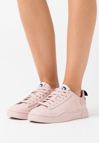 Diesel - CLEVER S-CLEVER LOW LACE W - Trainers - soft pink - 0