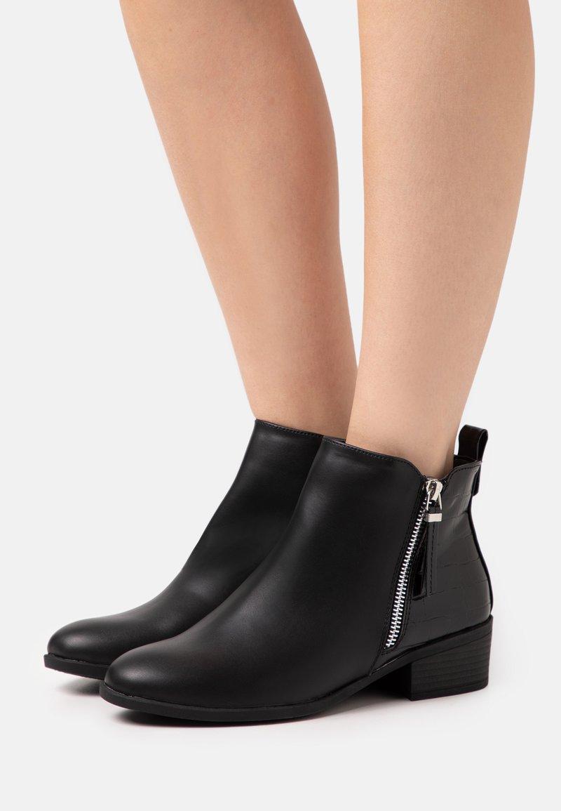 Dorothy Perkins - MACRO SIDE ZIP BOOT - Kotníková obuv - black