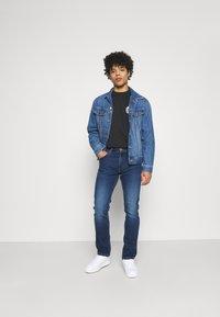 Wrangler - GREENSBORO - Jeans straight leg - cool pool - 1