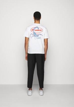SCORPIO - Print T-shirt - white