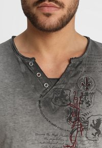 Key Largo - WEAPON - T-shirt z nadrukiem - anthrazit - 5
