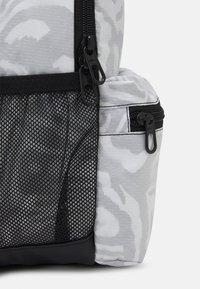 Nike Sportswear - BRASILIA UNISEX - Rucksack - black/white - 3