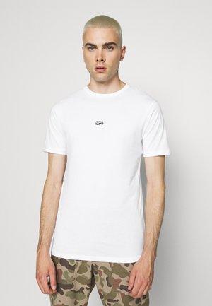FLORAL BACK PRINT TEE - T-shirt print - white