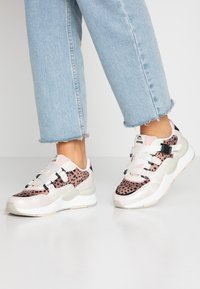 mtng - MAXI - Sneakers - silver/nude - 0
