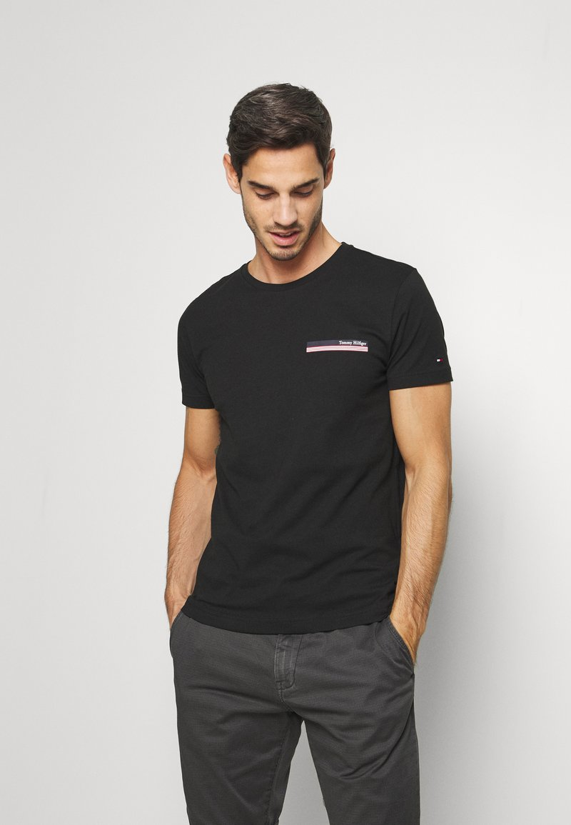 Tommy Hilfiger - COOL SMALL TEE - T-shirt z nadrukiem - black