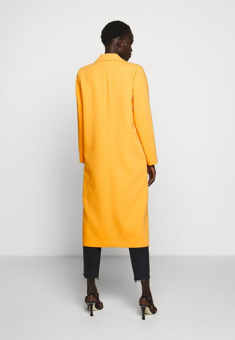 Bruuns Bazaar - FLORAS ALANNA COAT - Kåpe / frakk - orange glow