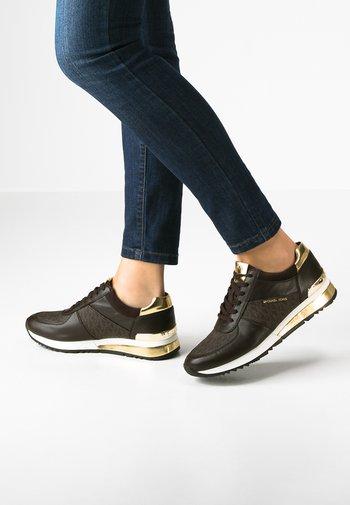 ALLIE - Zapatillas - brown