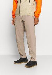 Houdini - WADI PANTS - Pantaloni - beige - 0