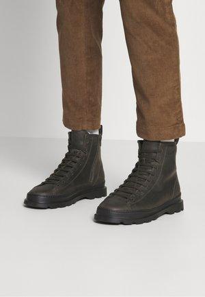 BRUTUS  - Šněrovací kotníkové boty - grün