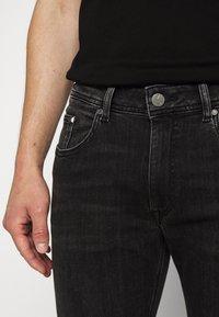 KARL LAGERFELD - 5 POCKET - Jeans slim fit - grey - 3