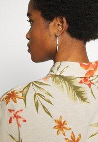 Billabong - ISA ISLAND - Button-down blouse - pistachio - 4