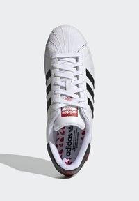 adidas Originals - SUPERSTAR - Tenisky - ftwr white/core black/scarlet - 1