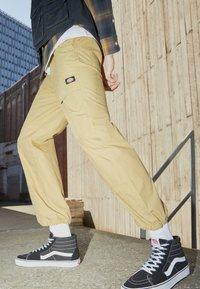 Dickies - GLYNDON PANT - Cargo trousers - dark khaki - 2
