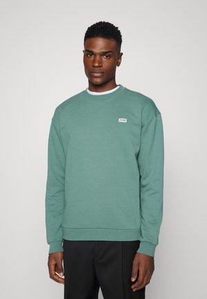 BOX LOGO CREWNECK - Sweatshirt - silver pine