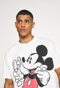 Levi's® - DISNEY MICKEY AND FRIENDS TEE - T-shirt imprimé - marshmallow - 3