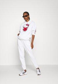 Even&Odd - 2 PACK - Loose fit Joggers - Pantaloni sportivi - black/white - 0