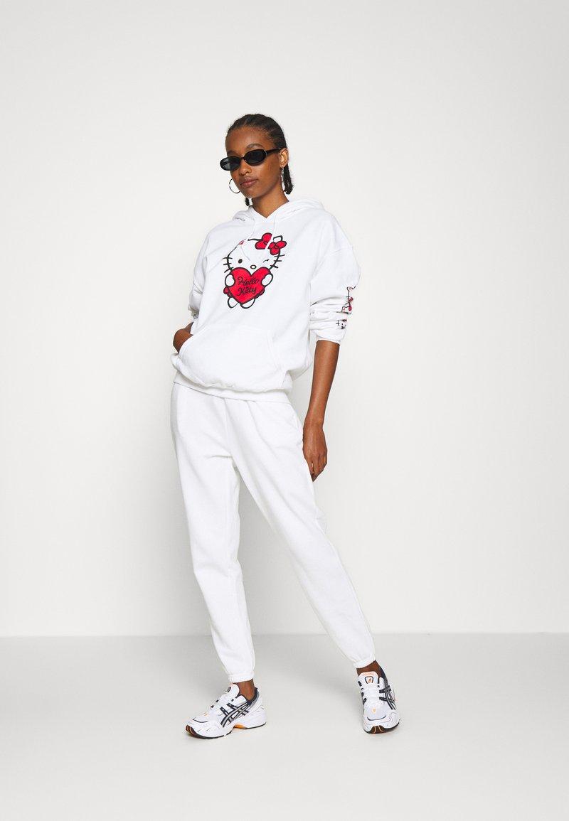 Even&Odd - 2er PACK - Loose fit joggers - Pantalon de survêtement - black/white