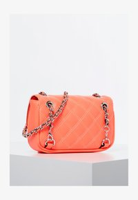 Guess - MICRO SAC À BANDOULIÈRE CESSILY - Across body bag - orange - 2