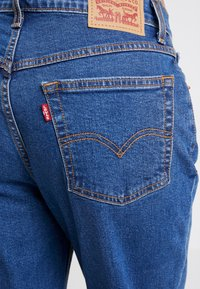 Levi's® - EXPOSED BUTTON MOM JEAN - Relaxed fit jeans - pacific dream - 5
