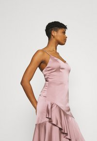 Nly by Nelly - SUCH A FLOUNCE MIDI DRESS - Cocktail dress / Party dress - dusty pink - 4