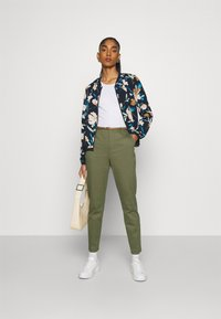 b.young - DAYS CIGARET PANTS  - Chinos - olive night - 1