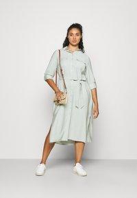 Forever New Curve - SEPS SHIRT DRESS - Košilové šaty - soft sage - 1