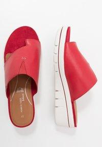 Marco Tozzi - Pantofle na podpatku - chili - 3