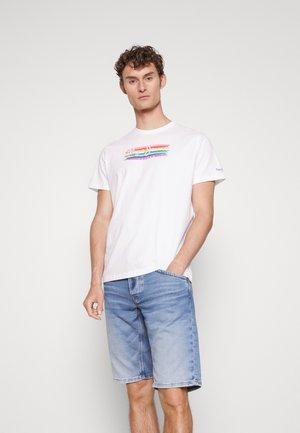 BAKER PRIDE - Camiseta estampada - white