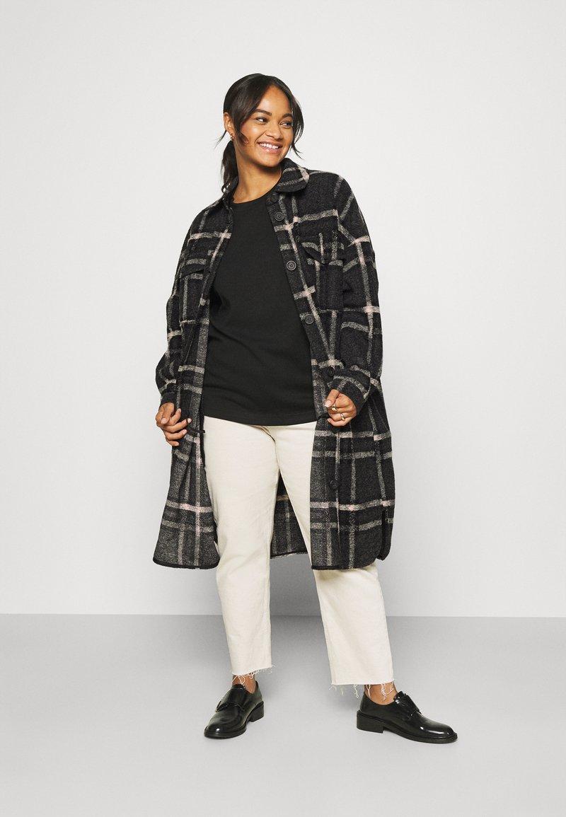 Vero Moda Curve - VMCHRISSIE LONG SHIRT - Summer jacket - dark grey melange