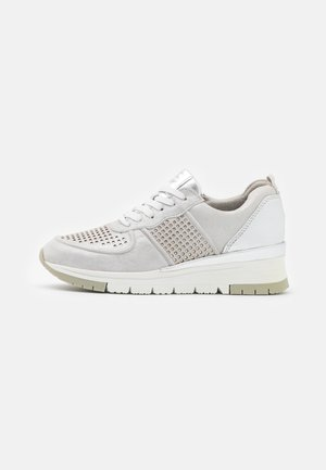 LACE-UP - Sneakersy niskie - silver/punch