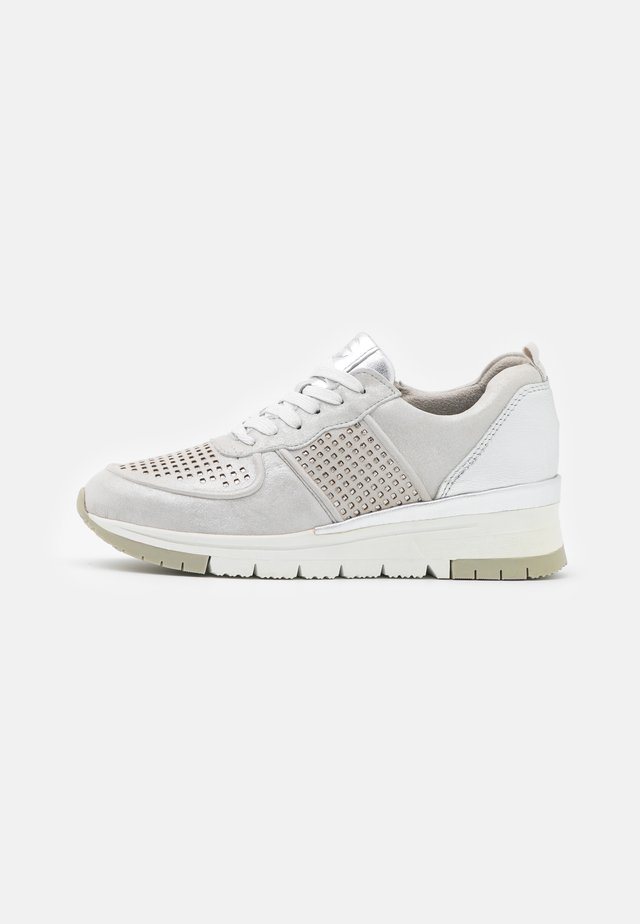 LACE-UP - Sneakers laag - silver/punch