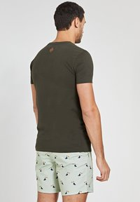 Shiwi - OUTSIDER - Print T-shirt - army green - 2