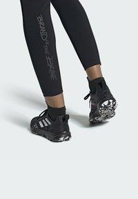 adidas Performance - TERREX SPEED FLOW  - Obuwie do biegania Szlak - black - 0