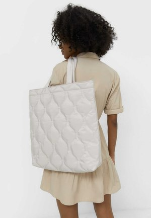 GESTEPPTE - Shopping bag - off-white