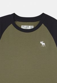Abercrombie & Fitch - RAGLAN - Long sleeved top - green - 2