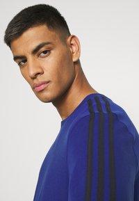 adidas Originals - 3 STRIPE TEE - T-shirts print - victory blue/black - 3