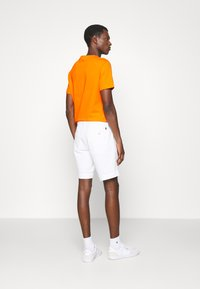 Polo Ralph Lauren - STRAIGHT FIT BEDFORD  - Shorts - pure white - 2