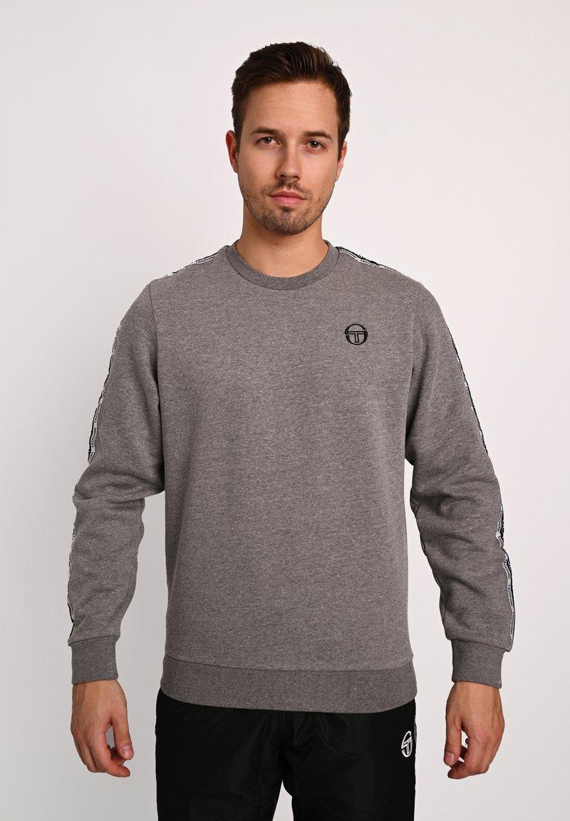 sergio tacchini - BUTCH CREW  - Sweatshirt - dgreym/blk