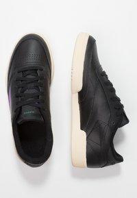 Reebok Classic - CLUB C 85 LIGHT LEATHER UPPER SHOES - Sneakers - black/emerald/grape - 3