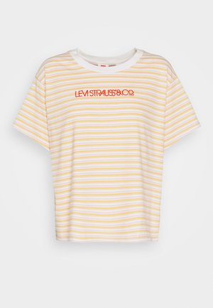 GRAPHIC VARSITY TEE - Print T-shirt - pearl/tofu