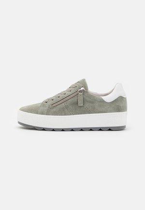 Sneaker low - pinot