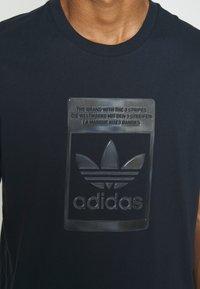 adidas Originals - TEE - T-shirt con stampa - night navy - 4