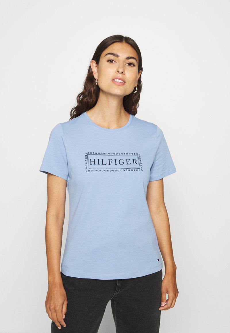 Tommy Hilfiger - CLEO REGULAR  - T-shirt z nadrukiem - blue